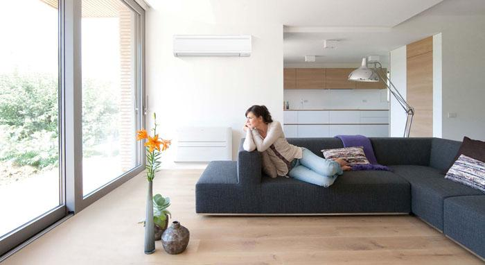 High temperature and humidity can cause dew to escape from the air conditioner