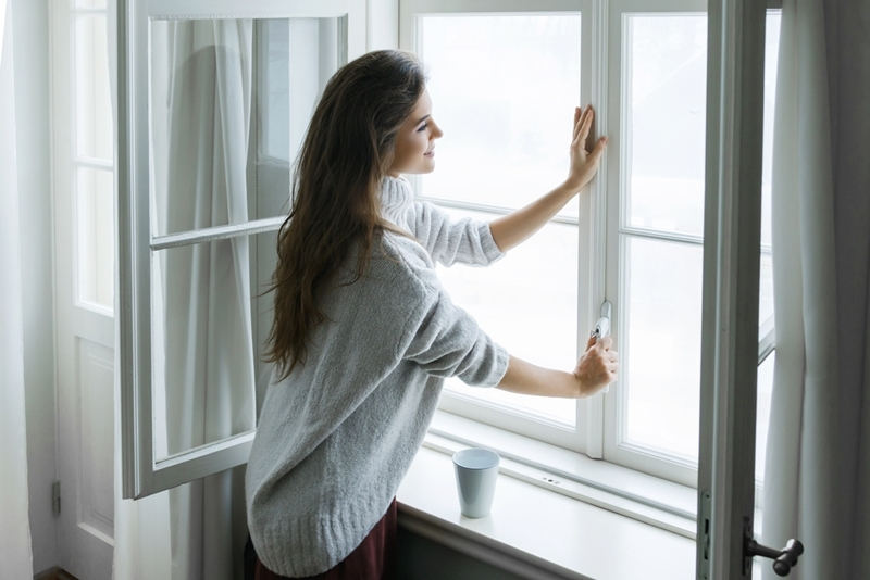 In the hot season, avoid opening the window from 11am to 4pm