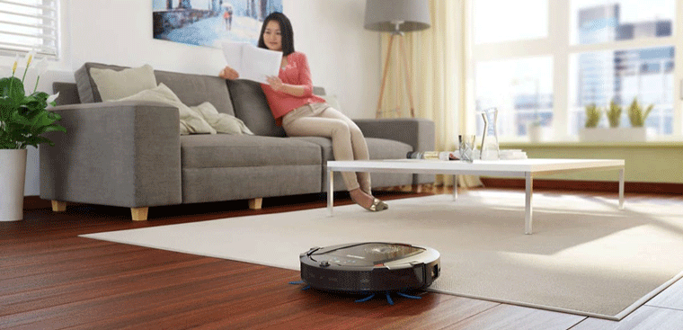 Use a vacuum cleaner to clean the house