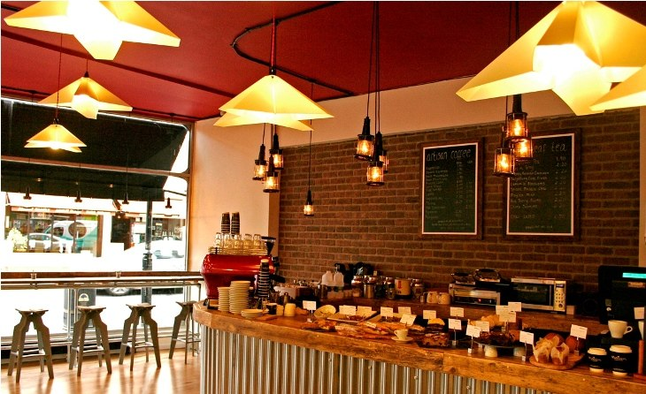 Coffee shops should choose air conditioners with large capacity